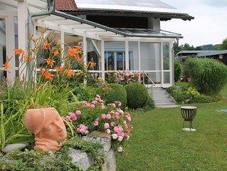 Helle, freundliche Ferienwohnung mit Süd- und Ost-Terrasse