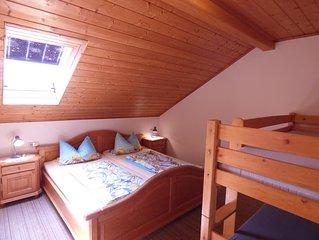 Gemütliche Dachgeschosswohnung (70 qm) mit Balkon für bis zu 4 Personen
