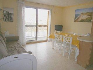 Proche mer, appartement F2, 1er étage, 1 chambre, balcon, parking, 4/6 personnes