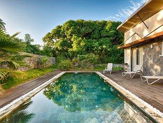 Entre-Deux, Villa ISIS avec piscine chauffee, vue sur le Dimitile, 8 pers.