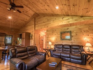 A Happy Roost - Rustic cabin near Boone with hot tub, gas fireplace