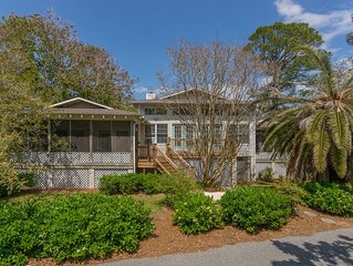 4 Bedrooms - Screened porch - Walk to the beach!