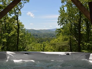 Chestnut Lodge - 3 miles from Parkway, great view, Hot Tub, Jacuzzi Tub!