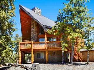 Beautiful cabin with spectacular views. Enjoy BBQing on the large oversized deck