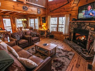 Mountain Breezes - Log Home with Hot Tub, Pool Table, Private, 10 mins to West J