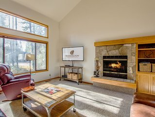 Walk to Deschutes River, 4 bedroom, 2 Levels, Hot Tub, Wood Fireplace- HUMM21
