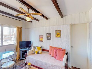 Cozy high-rise condo in a convenient central location - great romantic getaway!