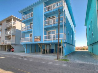 Winds III B1: Cozy 2 bedroom oceanfront condo with a community pool and walkway