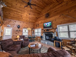 A Mountain Hideaway - 10 mins to Main St Blowing Rock, hot tub, pool table