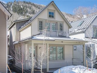 New 4-Bedroom Luxury Townhome One Block from Gondola