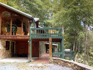 A River Mist - Secuded, on 6 acres of the Watauga River, hot tub, pet friendly.