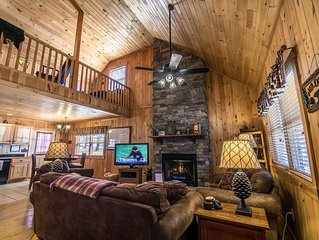 A Bears Hill - Log Cabin in Boone with hot tub, large yard and pond.