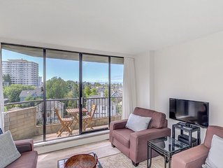Terrific Beacon Hill Park 2 Bedroom Condo Walk To Parks and Habour