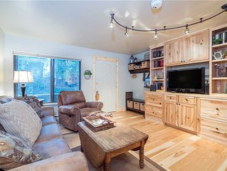 Well-Appointed Boomerang Condo Perfect for a Couple