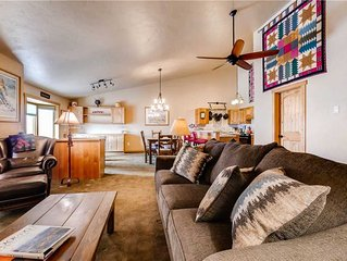 2 Bedroom Multi-Level Condo w/Hot Tub Access & Gourmet Kitchen, Great for Summer