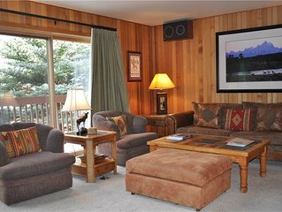 RMR: Great Ski Access! Large Townhome for 10 Friends. Free Activities Included!