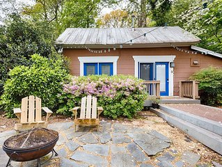Cozy Midtown Cottage - Walk to Everything! Fiber Wifi, Private Entrance.