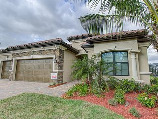 9487 Campanile Circle - Stunning 3 Bed Plus Den Home/ Award Winning Amenities