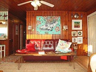 Love Shack: 3 BR / 1.5 BA home in Oak Island, Sleeps 6