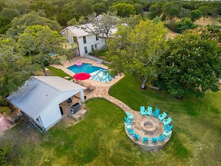 Ultimate Retreat Sleeps Over 20, Hot Tub, Fire Pit, Tennis Court and Privacy