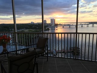 Upscale 9th Floor Water-Front 3 Br Condo In Downtown Fort Myers