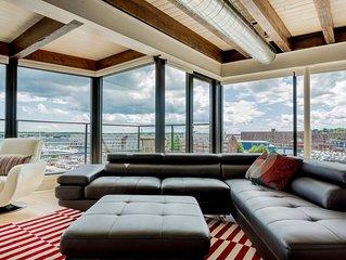 """Cornelia"" Waterfront Penthouse Suite, Prime Old Port Location, Amazing Views!"