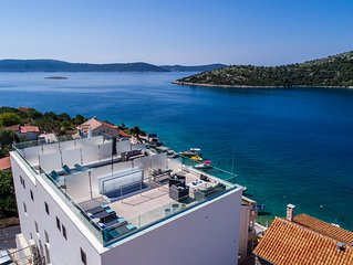 Luxury 3 Floors Seaside Apartment only 25 min from Split Airport!