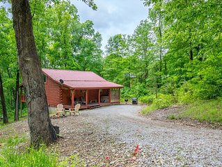 Cozy 2 bedroom, 2.5 bath pet friendly cabin close to Old Man's Cave