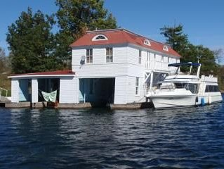 Island Boathouse w/boatslip