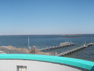 Water Front, UnObstructed & Spectacular Views/Acess to Bay. 4 Mins walk to Beach
