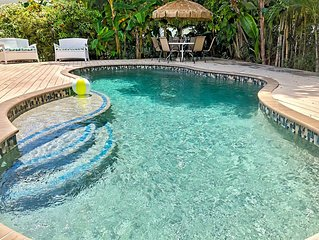 2 Minute Walk to White-Sand Beach   Heated Private Pool   Family-Friendly