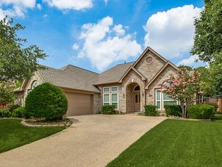 LUXURY HOME! 2.5 mi Cowboy Stadium; Six Flags; 15 minutes to DFW