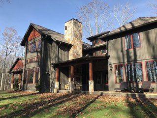 LUXURY MOUNTAIN HOME<SLEEPS 10-16>HOT TUB-POOL TBL-NAT'L PARK-EASY ACCESS/CLOSE