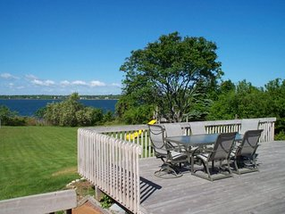 Ditch Plains Nearby, 3 BEDROOM BEACH HOUSE ON LAKE MONTAUK  w/ SPECTACULAR SUNS