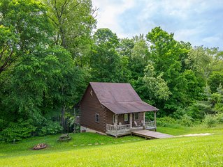 Cozy 2 BR/1BA pet friendly cabin close to Old Man's Cave