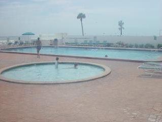 First Floor Beauty on The Beach - Sleeps 6 - Two Full Baths