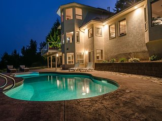Luxury & Privacy with stunning views and a pool