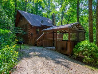 Scenic, creekside cabin with 2 bedrooms and pet friendly accommodations. Close t