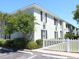 Terrific Sullivan's Island Beach Getaway!  Great Location!  Sleeps Two!
