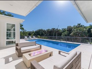 Stunning new beach home. Short walk to village. Total privacy!!