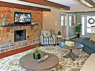 Newly Renovated Beach House, Large Deck & Hot Tub / Pet Friendly, C/A