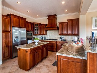 NEW! 4/4, Grill, Private Pool/Spa, FreeWaterpark Access!