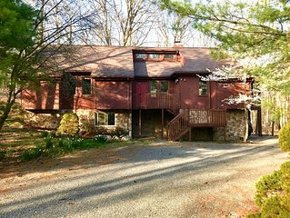 Rustic home with modern amenities, whirlpool tub, 70' TV, pooltable, fireplace