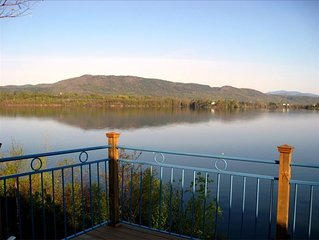 Spacious 4-Season Home, Spectacular Lake & Mountain Views