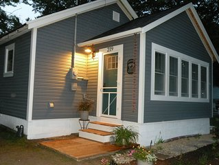 """Dutch Harbor""-Mackinaw City Cottage- walking distance to town"