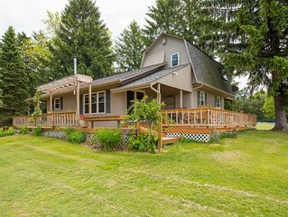 Cozy 3 bedroom pet friendly cabin with shared pond and close proximity to Cantwe