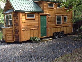 Tiny House, Riverfront, WiFi, Firepit, Outdoor Shelter, Floating Dock, Sat. TV