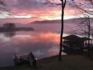 Lakefront with Amazing Mountain and Lake Views, Docks, Fire Pit, Kayaks and More