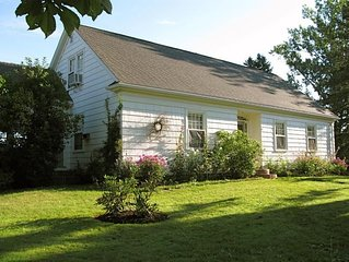 Classic home in Wolfville, large private garden, spectacular view