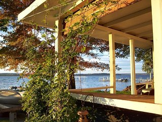 Charming lakefront cottage. Spectacular sunsets. Near Saratoga Racetrack